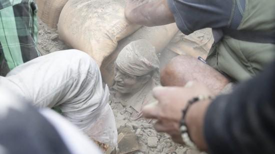 Nepal: 876 người chết trong trận động đất kinh hoàng ảnh 9