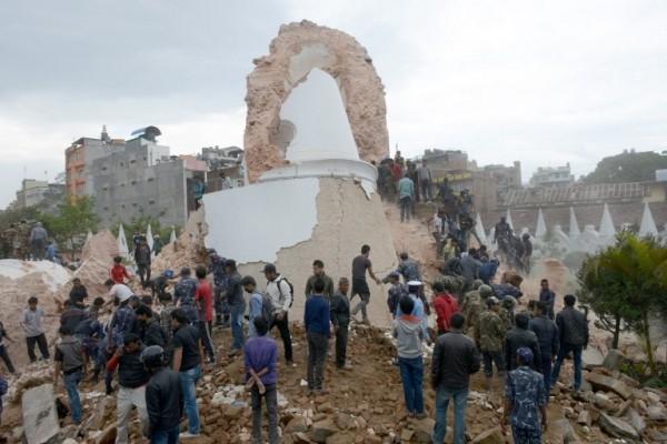 Nepal: 876 người chết trong trận động đất kinh hoàng ảnh 11
