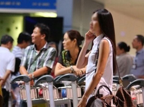 Nhiều khách nữ Việt Nam nhập cảnh vào Singapore bị gây khó khăn ảnh 1