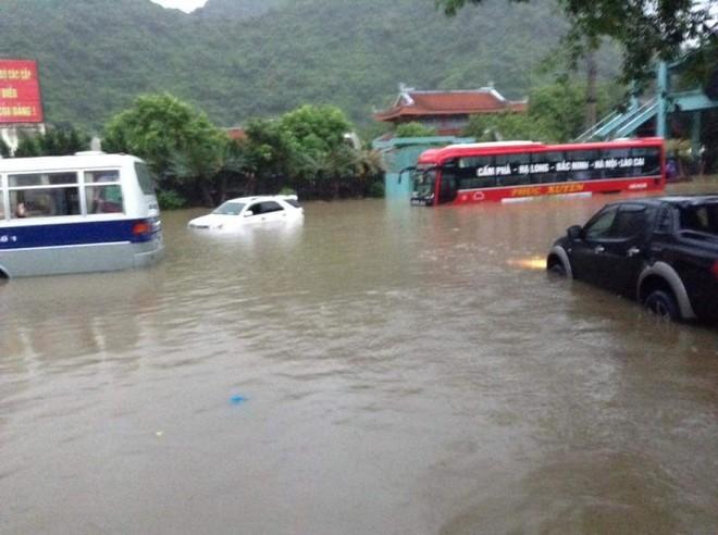 Quảng Ninh chìm trong trận mưa lũ lớn nhất trong vòng 4 thập kỷ ảnh 9