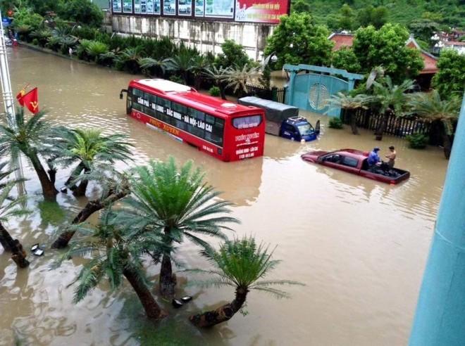 Quảng Ninh chìm trong trận mưa lũ lớn nhất trong vòng 4 thập kỷ ảnh 10