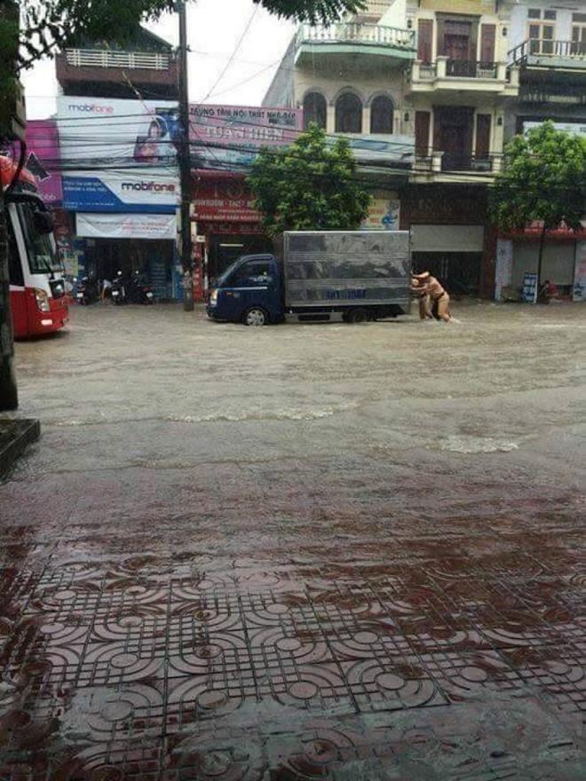 Quảng Ninh chìm trong trận mưa lũ lớn nhất trong vòng 4 thập kỷ ảnh 5