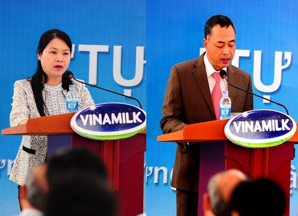 Bà Võ Thị An - Phó Giám đốc Sở Công Thương tỉnh Nghệ An và ông Tạ Minh Phượng - Giám đốc kỹ thuật Nhà máy sữa Vinamilk Nghệ An phát biểu tại buổi lễ
