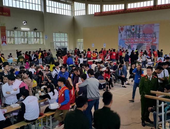 Đông đảo nhiều lực lượng tham gia hiến máu nhân đạo: Công an, quân đội, sinh viên...