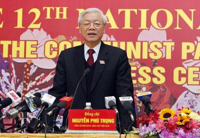 Tổng Bí thư Nguyễn Phú Trọng chủ trì buổi họp báo, sau khi Đại hội XII của Đảng bế mạc