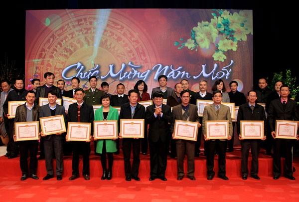 Một số cơ quan báo chí nhận bằng khen của Ban Tuyên giáo Trung ương