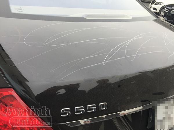 """Bắc Ninh: """"Buốt lòng"""" Mercedes S550 bị rạch chằng chịt khắp xe ảnh 5"""