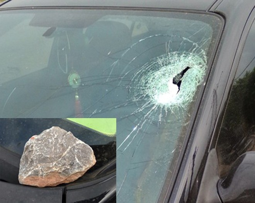 5 xe ô tô đang lưu thông tốc độ cao trên cao tốc Hà Nội- Hải Phòng đã bị ném đá trong buổi tối 13-5