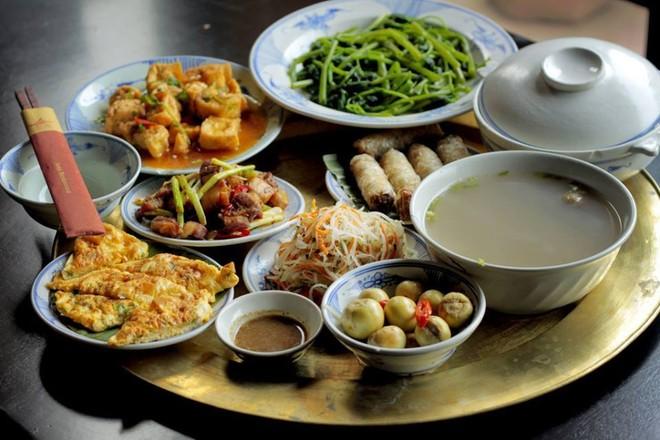 Rất nhiều người Việt ăn thiếu rau, thừa muối và lười vận động ảnh 1