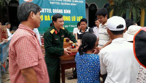 Cán bộ công nhân viên Viettel quyên góp, ủng hộ đồng bào miền Trung ảnh 1