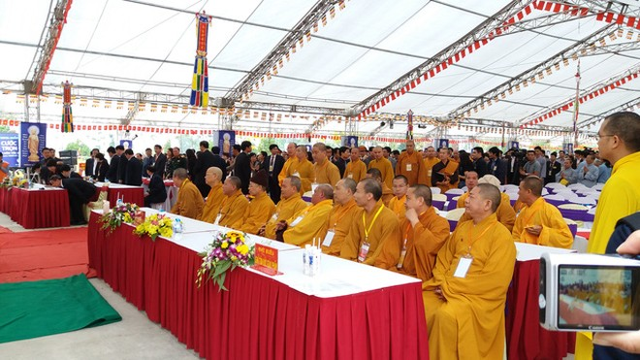 Đại diện Trung ương Giáo hội Phật giáo cùng Giáo hội Phật giáo địa phương, lãnh đạo Bộ GTVT, lãnh đạo tỉnh Quảng Ninh tham dự Đại lễ.