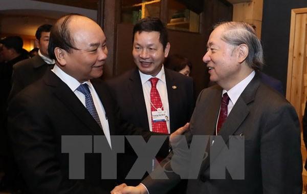 Thủ tướng Nguyễn Xuân Phúc với đại diện các doanh nghiệp. (Ảnh: Thống Nhất/TTXVN)