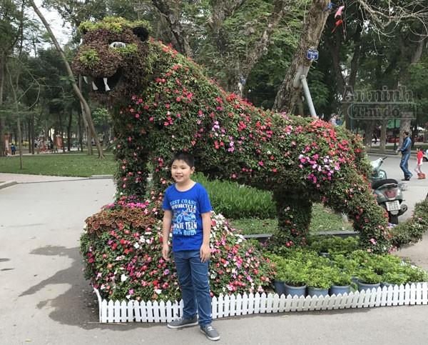 """12 con giáp """"khủng"""" trong công viên Thống Nhất ra hoa rực rỡ ảnh 3"""