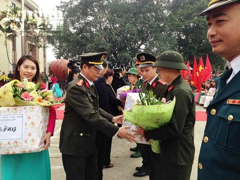 Những hình ảnh xúc động tại lễ giao nhận quân 2017 ảnh 6