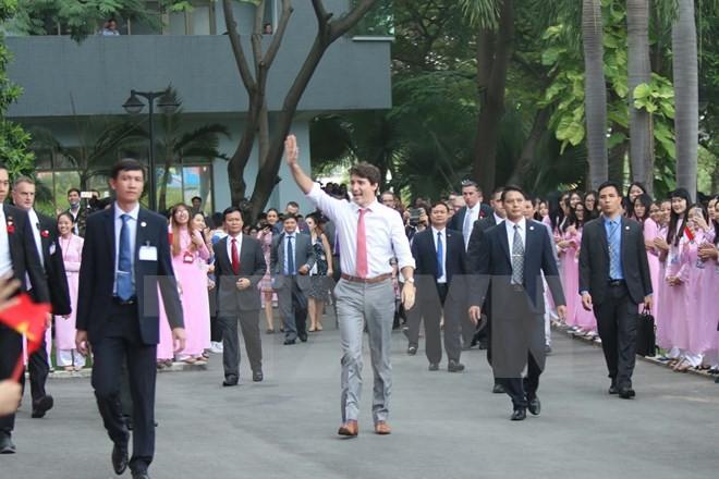 Thủ tướng Trudeau bình dị, cởi mở khi gặp gỡ sinh viên TP.HCM ảnh 1