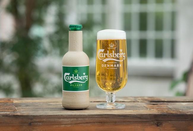 """Cận cảnh phiên bản thử nghiệm mới nhất của chai bia """"giấy"""" Carlsberg"""