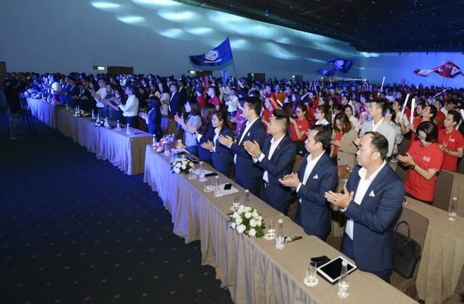 Đông đảo nhân viên kinh doanh tham dự đại tiệc tri ân