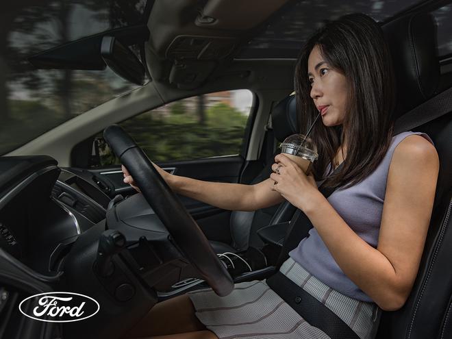 Những mối phân tâm không ngờ tới khi lái xe hàng ngày và cách phòng tránh ảnh 3