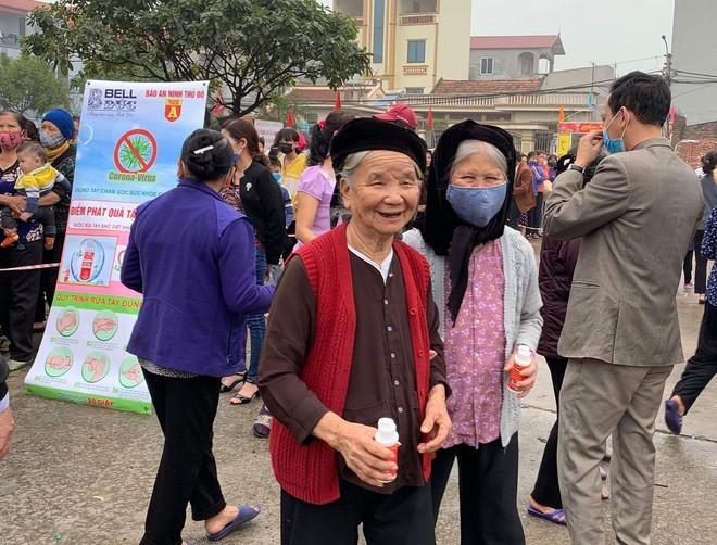 Báo ANTĐ tặng miễn phí 5.000 chai nước rửa tay khô tới người dân Hà Nội ảnh 8
