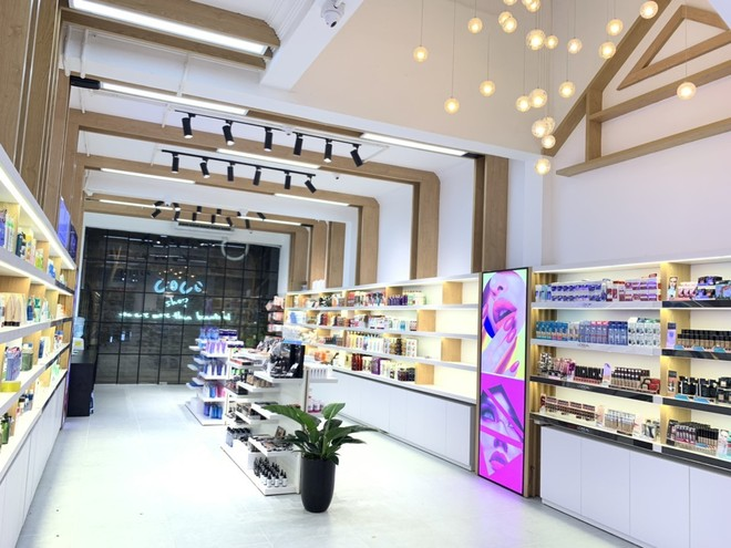 Hàng trăm sản phẩm làm đẹp khác nhau được Coco Shop cung cấp tới các khách hàng