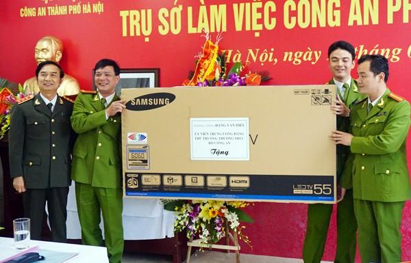 Thượng tướng Đặng Văn Hiếu, Thứ trưởng Thường trực Bộ Công an dự lễ và cắt băng khánh thành trụ sở CAP Tứ Liên ảnh 2