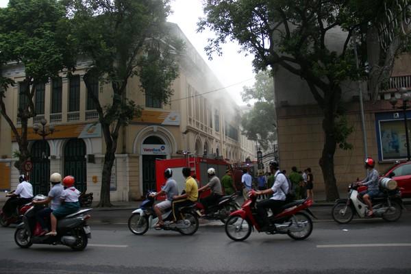 Xảy cháy ở tòa nhà Bưu điện Hà Nội ảnh 2