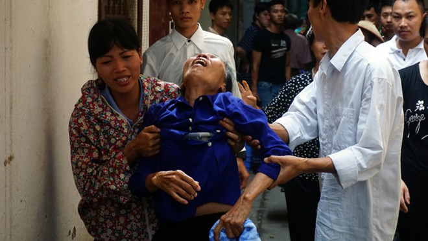 Hình ảnh hiện trường vụ cháy khiến 5 người trong gia đình bị chết ngạt ảnh 1