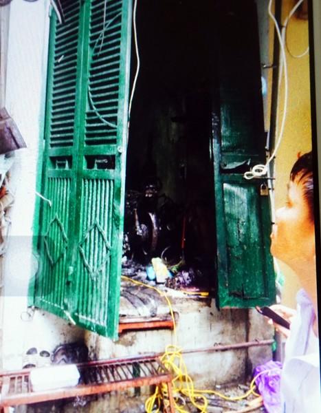 Hình ảnh hiện trường vụ cháy khiến 5 người trong gia đình bị chết ngạt ảnh 9