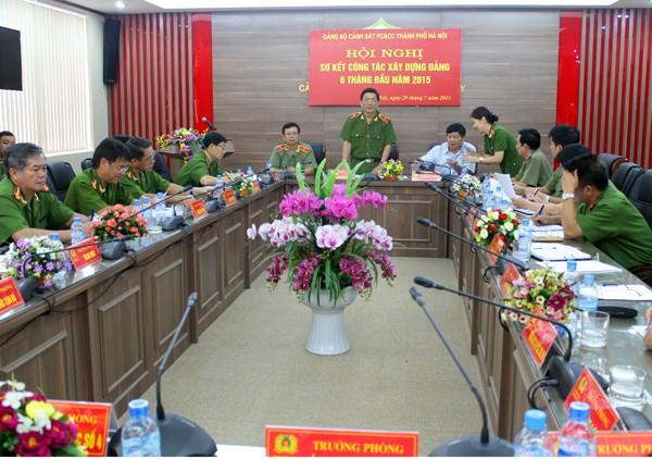Thiếu tướng Nguyễn Đức Nghi, Giám đốc Cảnh sát PCCC thành phố Hà Nội phát biểu tại Hội nghị sơ kết công tác xây dựng Đảng 6 tháng đầu năm 2015