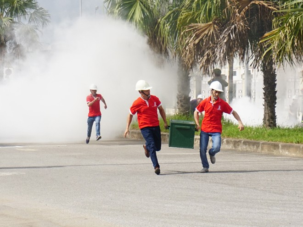 """Những người thợ đua tài chống """"giặc lửa"""" ảnh 3"""