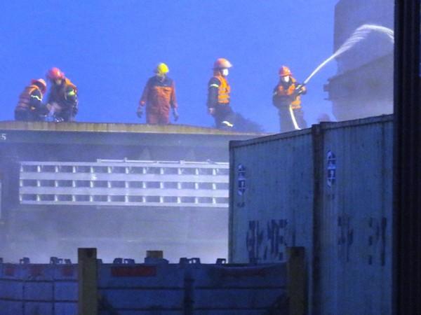 Nhiều Cảnh sát PCCC bị thương khi tham gia chữa cháy phốt pho ảnh 1