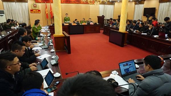 Quang cảnh buổi thông tin tới báo chí về vụ án mạng xảy ra tại xã Canh Nậu