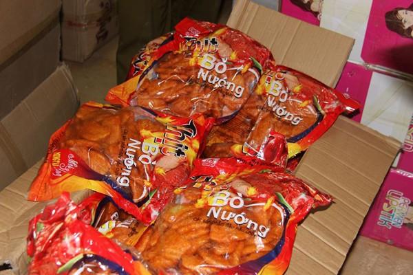 """""""Tích"""" hàng nghìn sản phẩm bánh kẹo nhập lậu từ Trung Quốc không """"date"""" ảnh 3"""