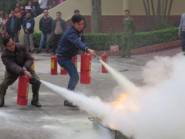 Tập huấn hướng dẫn người đứng đầu cơ sở dập lửa