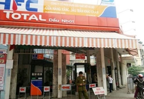 Cây xăng trên phố Trần Khát Chân đã vi phạm trong việc kinh doanh bán hàng