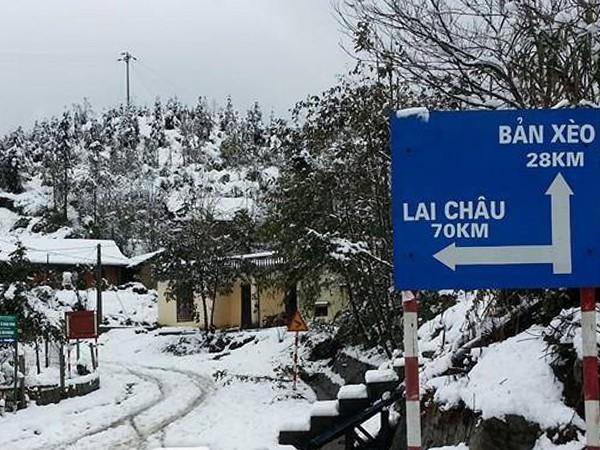 Những con đường, ngọn núi từ Sa Pa, Lào Cai đi Lai Châu tuyết phủ trắng