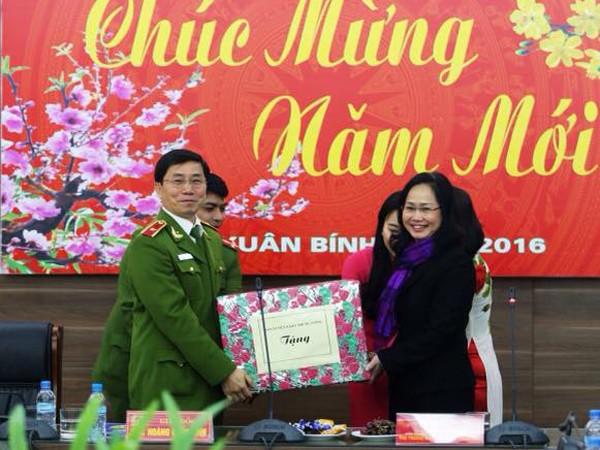 Đồng chí Lâm Phương Thanh, Phó trưởng Ban Tuyên giáo Trung ương chúc Tết Cảnh sát PCCC Hà Nội