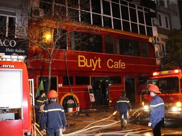 Lực lượng Cảnh sát PCCC số 3- Cầu Giấy đã kịp thời có mặt khống chế chống cháy lan, dập lửa