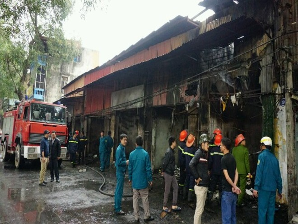 Cháy lớn thiêu rụi 6 ki ốt ở Tây Mỗ, Hà Nội ảnh 3