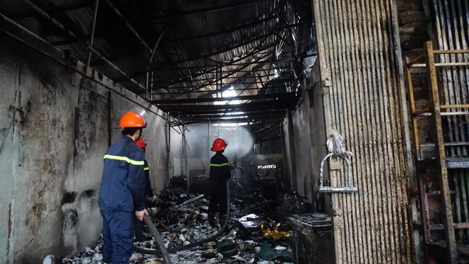 Cháy lớn thiêu rụi 6 ki ốt ở Tây Mỗ, Hà Nội ảnh 2