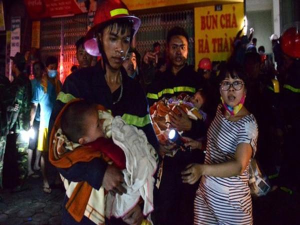 Lực lượng Cảnh sát PCCC Hà Nội kịp thời cứu nạn nhân mắc kẹt tại chung cư cao tầng ở Hà Đông