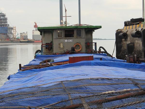 tấn đường. Trên tàu có 9 người, do ông Vũ Hữu Chiến trú tại Kinh Môn, Hải Dương, làm thuyền trưởng.