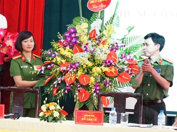 Thượng tá Võ Xuân Đương, Phó trưởng CAQ Ba Đình chúc mừng Đại hội phụ nữ CAQ Ba Đình nhiệm kỳ 2016- 2021
