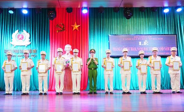 Các đồng chí được thăng cấp bậc hàm tại buổi lễ nhận quyết định