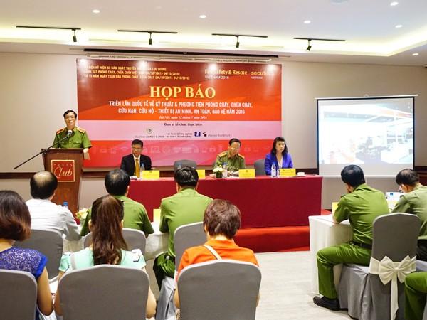 Thiếu tướng Đoàn Việt Mạnh, Cục trưởng Cục Cảnh sát PCCC & CNCH - Bộ Công an phát biểu tại buổi họp báo