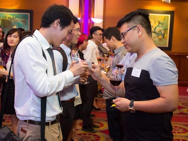 Sinh viên và doanh nghiệp tham gia hoạt động kết nối nhanh