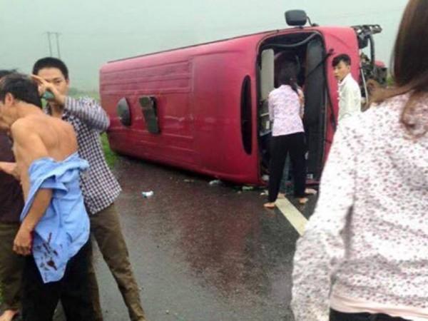 Hiện trường vụ TNGT nghiêm trọng khiến 2 người tử vong và nhiều người bị thương