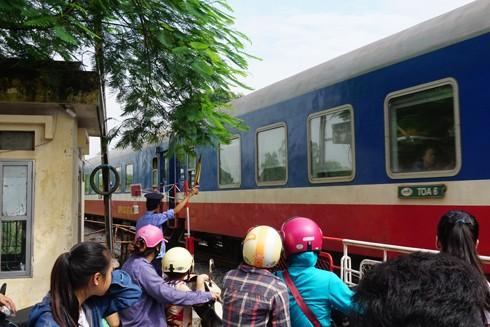 Để những chuyến tàu an toàn, cần những nhân viên trách nhiệm như anh Tùng