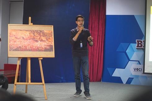 Đại diện thí sinh dự thi trình bày ý tưởng trước ban giám khảo