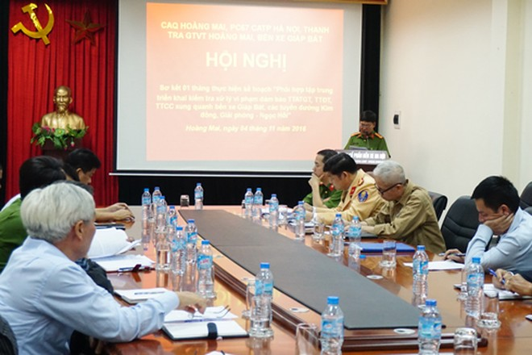 Thượng tá Lê Văn Thắng, Phó trưởng CAQ Hoàng Mai phát biểu tại hội nghị